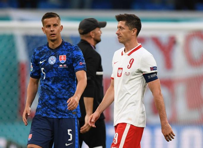 Siêu sao Lewandowski tịt ngòi, Ba Lan thất thủ trước Slovakia - Ảnh 2.