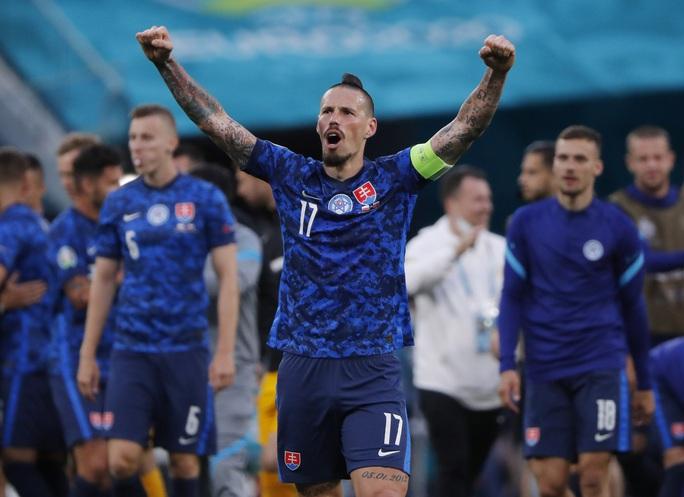 Siêu sao Lewandowski tịt ngòi, Ba Lan thất thủ trước Slovakia - Ảnh 5.