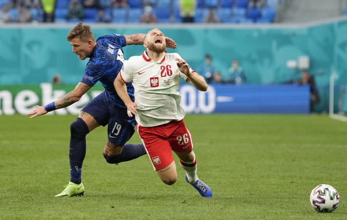 Siêu sao Lewandowski tịt ngòi, Ba Lan thất thủ trước Slovakia - Ảnh 3.