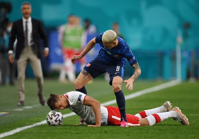 Siêu sao Lewandowski tịt ngòi, Ba Lan thất thủ trước Slovakia - Ảnh 4.
