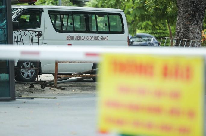 CLIP: Bệnh viện Đức Giang ngừng nhận bệnh nhân sau ca dương tính SARS-CoV-2 mới - Ảnh 6.