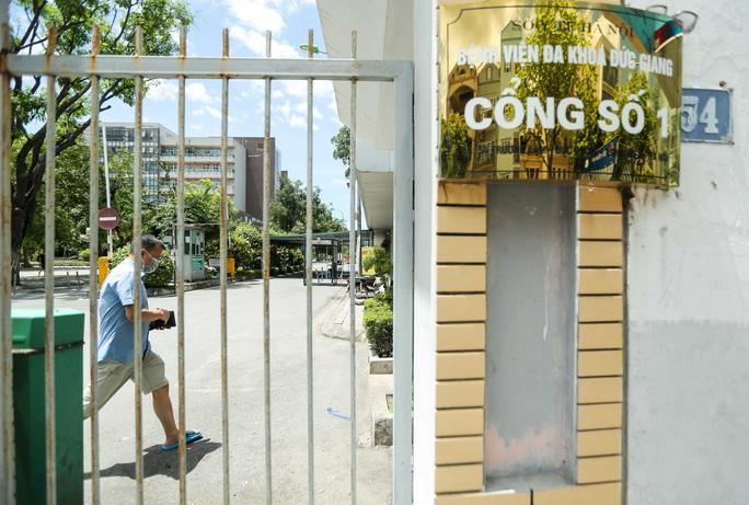 CLIP: Bệnh viện Đức Giang ngừng nhận bệnh nhân sau ca dương tính SARS-CoV-2 mới - Ảnh 3.
