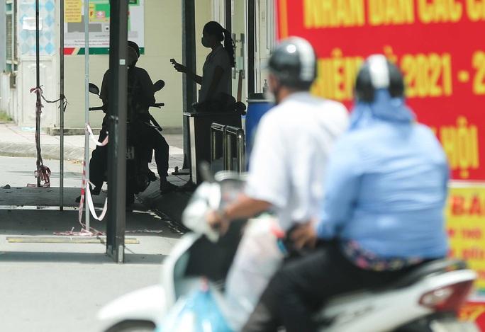 CLIP: Bệnh viện Đức Giang ngừng nhận bệnh nhân sau ca dương tính SARS-CoV-2 mới - Ảnh 9.