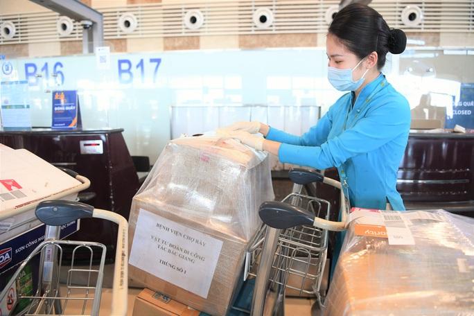 Đội phản ứng nhanh Bệnh viện Chợ Rẫy rời Bắc Giang về TP HCM - Ảnh 7.