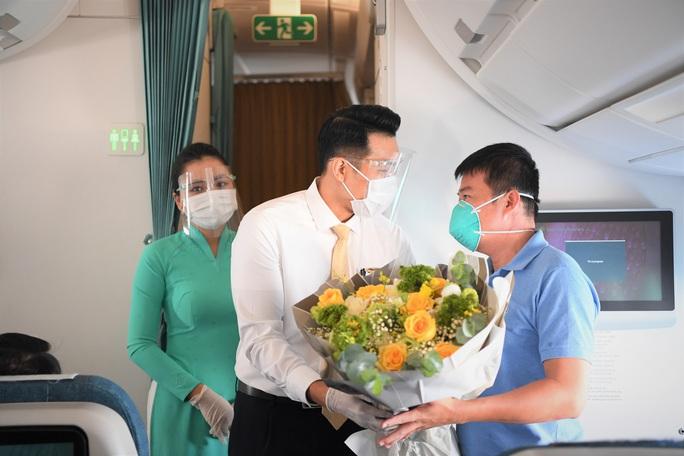 Đội phản ứng nhanh Bệnh viện Chợ Rẫy rời Bắc Giang về TP HCM - Ảnh 8.