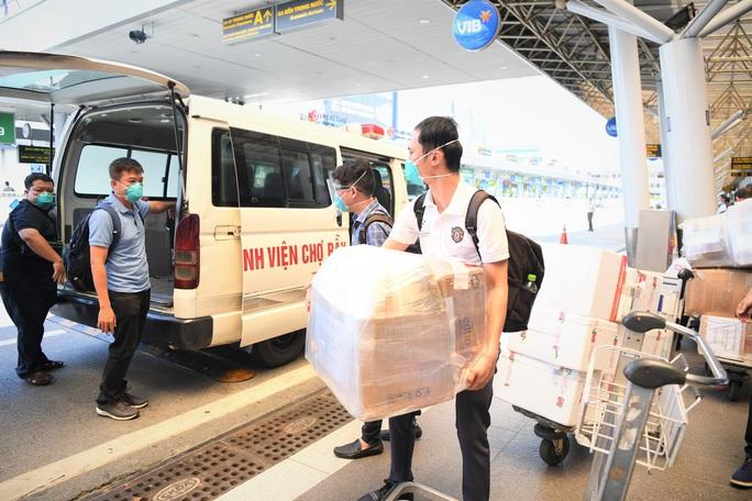 Đội phản ứng nhanh Bệnh viện Chợ Rẫy rời Bắc Giang về TP HCM - Ảnh 9.
