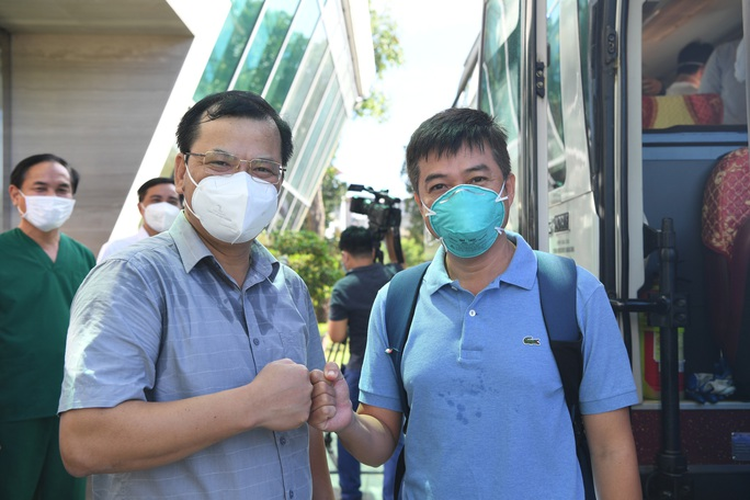 Đội phản ứng nhanh Bệnh viện Chợ Rẫy rời Bắc Giang về TP HCM - Ảnh 1.
