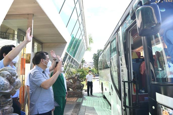 Đội phản ứng nhanh Bệnh viện Chợ Rẫy rời Bắc Giang về TP HCM - Ảnh 2.