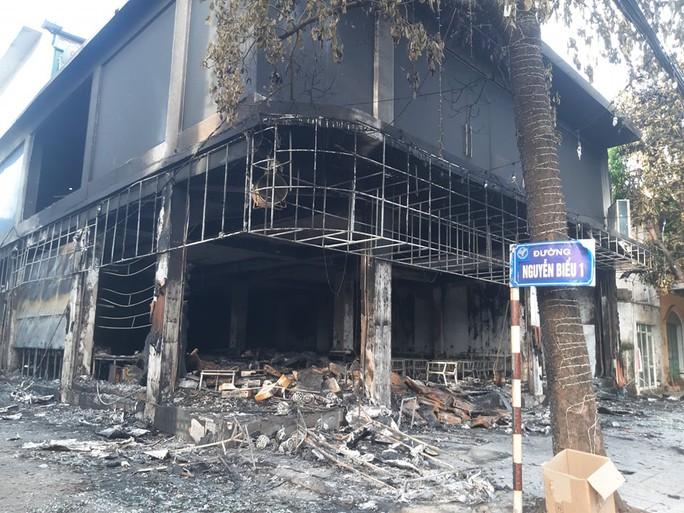 Vụ cháy phòng trà khiến 6 người tử vong: Bộ Công an vào cuộc - Ảnh 1.