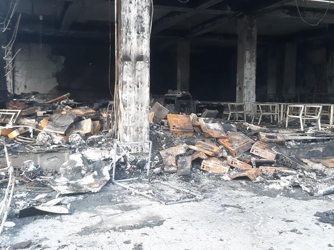 Sau tiếng nổ lớn, phát hiện phòng trà chìm trong lửa, 6 người tử vong - Ảnh 3.