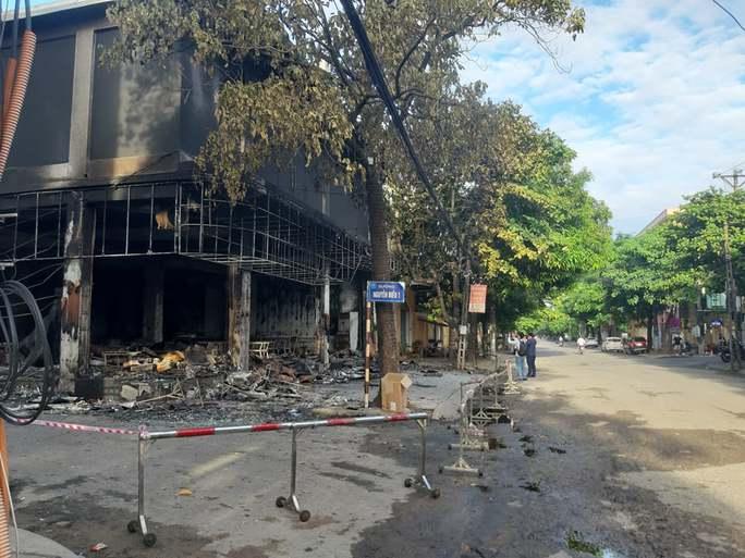 Sau tiếng nổ lớn, phát hiện phòng trà chìm trong lửa, 6 người tử vong - Ảnh 4.
