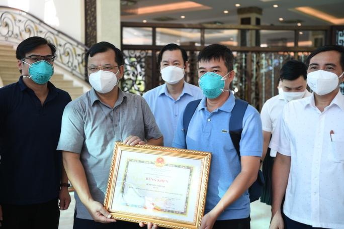 Đội phản ứng nhanh Bệnh viện Chợ Rẫy rời Bắc Giang về TP HCM - Ảnh 3.