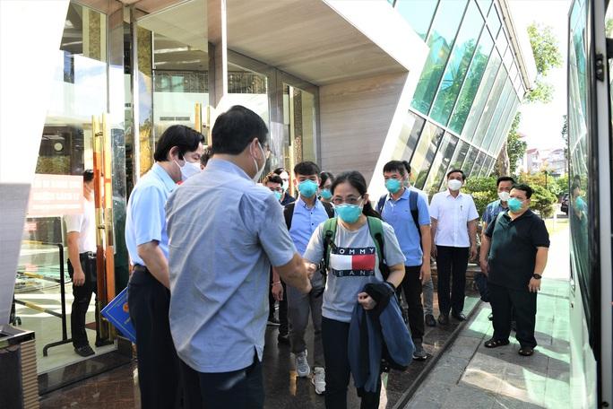 Đội phản ứng nhanh Bệnh viện Chợ Rẫy rời Bắc Giang về TP HCM - Ảnh 5.