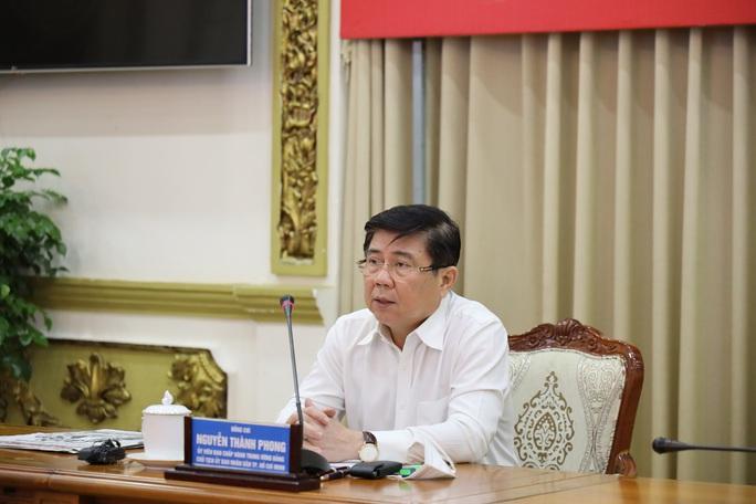 Chủ tịch UBND TP HCM: Đẩy nhanh việc mua và tiêm vắc-xin Covid-19 cho người dân - Ảnh 1.
