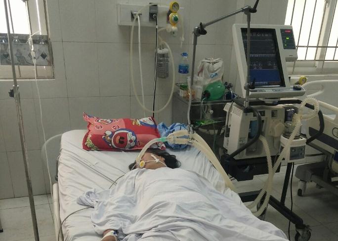 Người phụ nữ bị liệt tứ chi, cơ thể tím tái sau khi ăn sam biển - Ảnh 1.