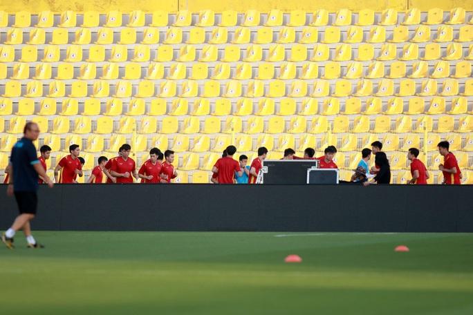 Tuấn Anh vắng mặt trong danh sách tuyển Việt Nam đăng ký gặp UAE tối nay - Ảnh 6.