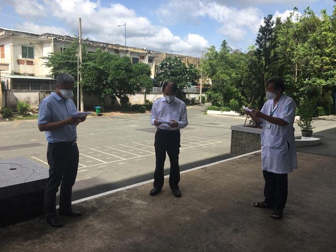 Công bố mới nhất về số bệnh nhân lây nhiễm SARS-CoV-2 trong cộng đồng tại TP HCM - Ảnh 1.