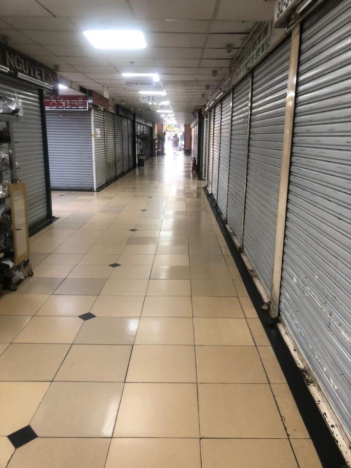 Hàng loạt sạp chợ đóng cửa vì Covid-19, Sở Công Thương TP HCM đề xuất TP trích ngân sách hỗ trợ tiểu thương trong 6 tháng - Ảnh 1.