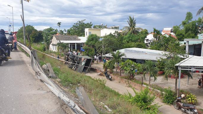 Quảng Nam: Xe tải lao xuống vực, 2 người tử vong - Ảnh 4.