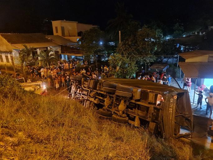 Quảng Nam: Xe tải lao xuống vực, 2 người tử vong - Ảnh 1.