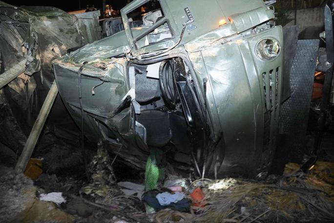 Quảng Nam: Xe tải lao xuống vực, 2 người tử vong - Ảnh 2.