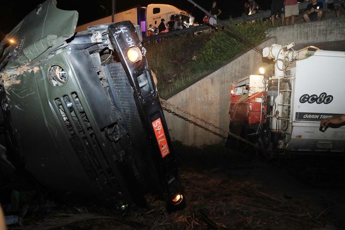 Quảng Nam: Xe tải lao xuống vực, 2 người tử vong - Ảnh 3.