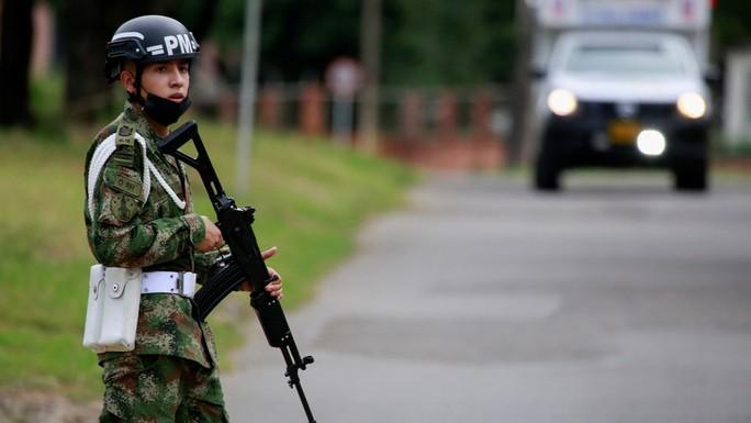 Xe bom xé toạc căn cứ quân sự Colombia, ít nhất 36 người bị thương - Ảnh 2.