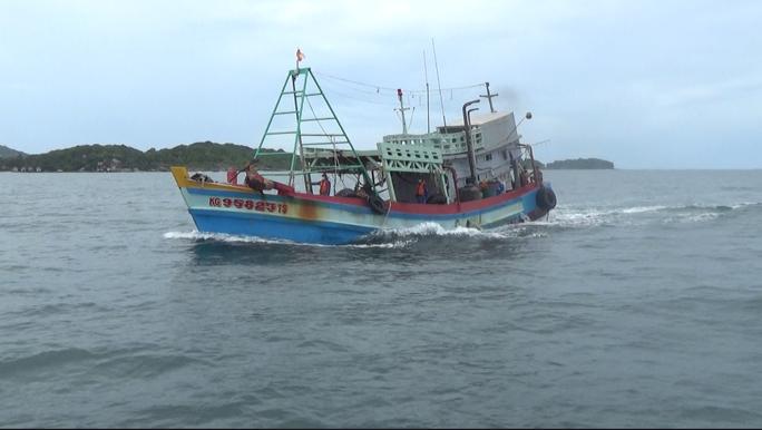 Cảnh sát biển ở Phú Quốc liên tiếp bắt giữ tàu chở dầu DO không rõ nguồn gốc - Ảnh 1.