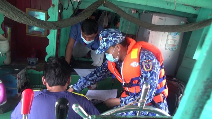 Cảnh sát biển ở Phú Quốc liên tiếp bắt giữ tàu chở dầu DO không rõ nguồn gốc - Ảnh 4.