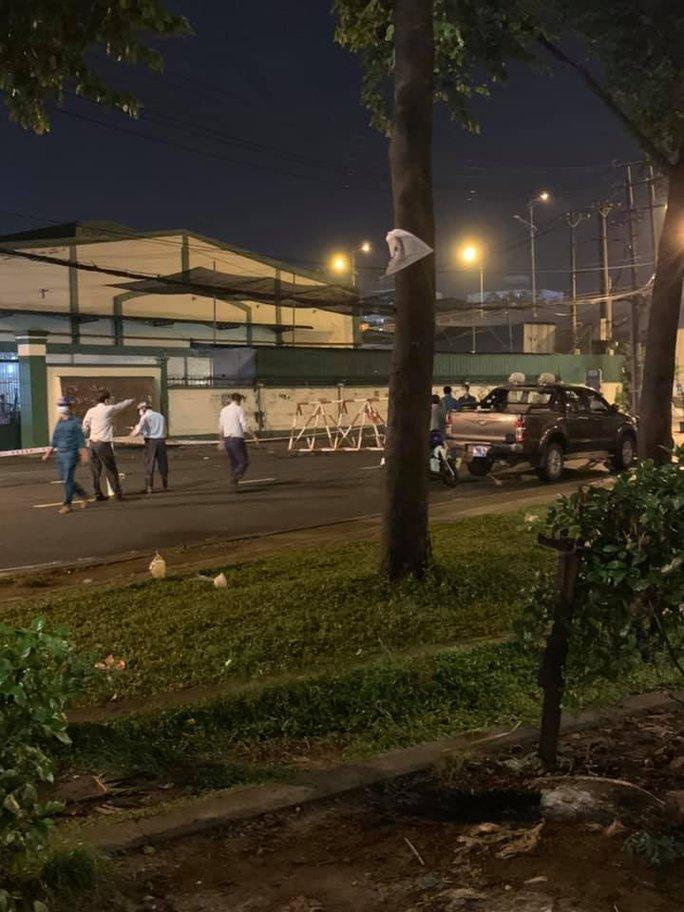 Một doanh nghiệp tại Khu công nghiệp Tân Tạo bị phong tỏa - Ảnh 1.