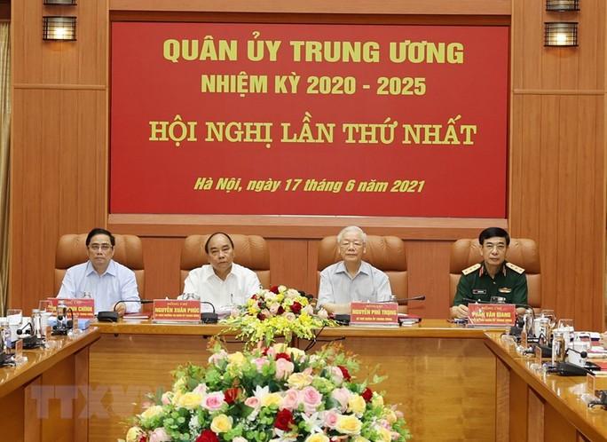 Công bố quyết định của Bộ Chính trị về công tác cán bộ - Ảnh 7.