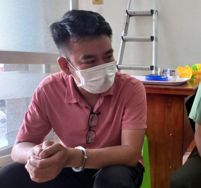 Khởi tố 4 giám đốc giúp chuyên gia dỏm nhập cảnh trái phép Việt Nam - Ảnh 1.