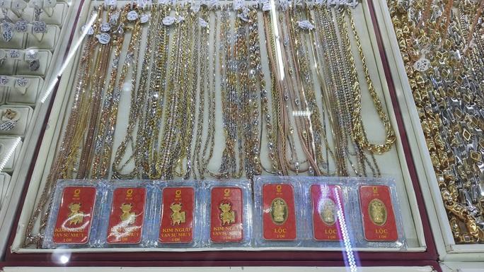 Giá vàng hôm nay 17-6: Vàng SJC và thế giới bị nhấn chìm liên tiếp - Ảnh 1.