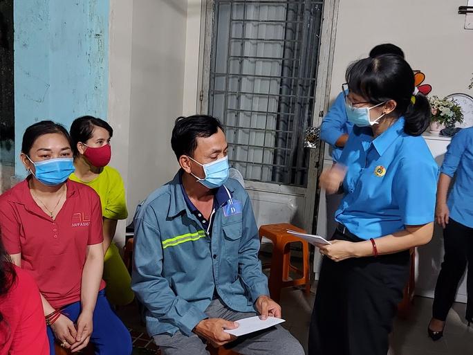Công nhân, viên chức lao động Thành phố Hồ Chí Minh đoàn kết, chung tay đẩy lùi dịch bệnh, - Ảnh 1.