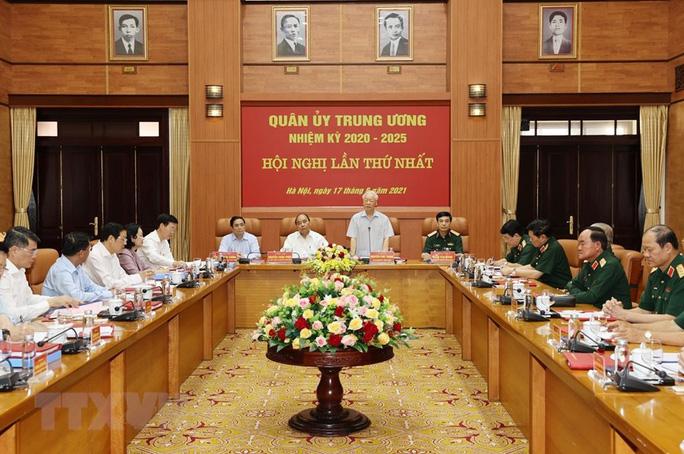 Công bố quyết định của Bộ Chính trị về công tác cán bộ - Ảnh 5.
