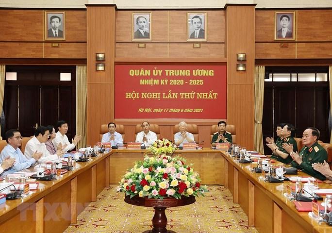 Công bố quyết định của Bộ Chính trị về công tác cán bộ - Ảnh 3.