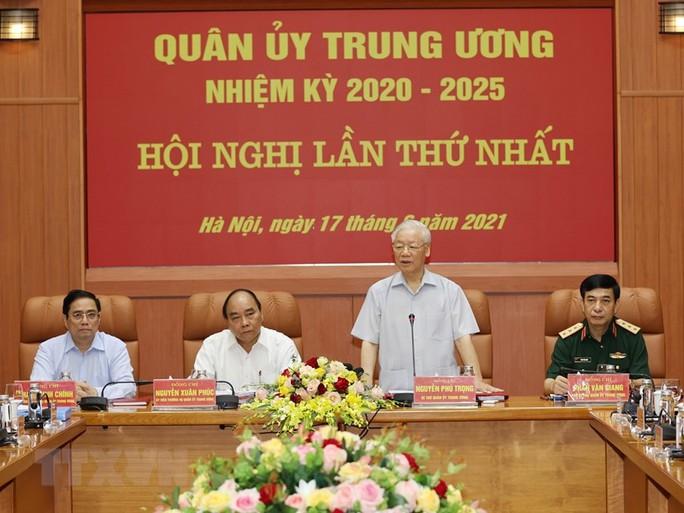 Công bố quyết định của Bộ Chính trị về công tác cán bộ - Ảnh 8.