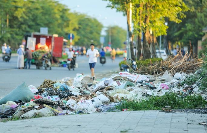CLIP: Cận cảnh Dự án đại lộ Chu Văn An ngàn tỉ vẫn dang dở sau 7 năm thực hiện - Ảnh 8.