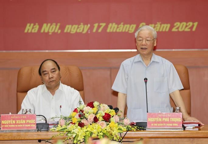 Công bố quyết định của Bộ Chính trị về công tác cán bộ - Ảnh 6.
