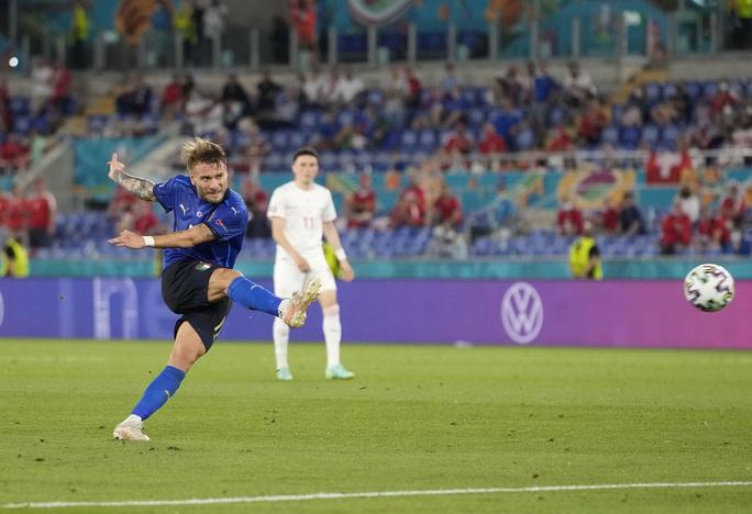 Vùi dập Thụy Sĩ 3-0, tuyển Ý lập đại công vòng bảng Euro - Ảnh 7.