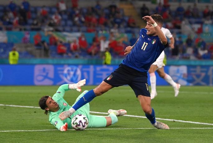 Vùi dập Thụy Sĩ 3-0, tuyển Ý lập đại công vòng bảng Euro - Ảnh 6.
