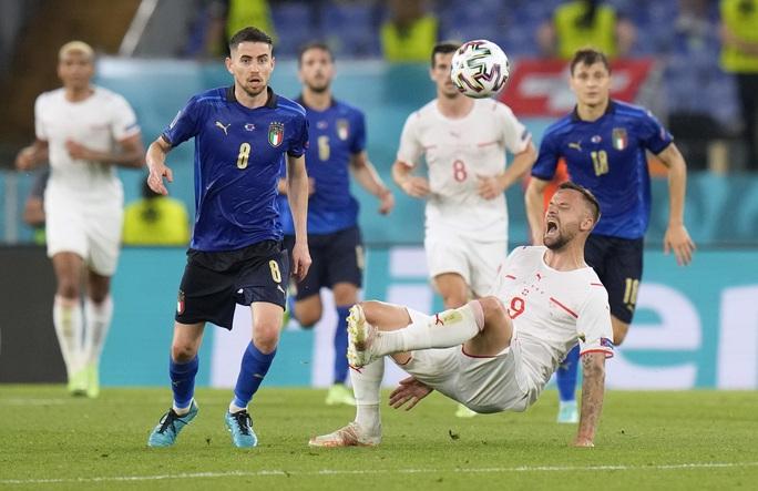 Vùi dập Thụy Sĩ 3-0, tuyển Ý lập đại công vòng bảng Euro - Ảnh 4.