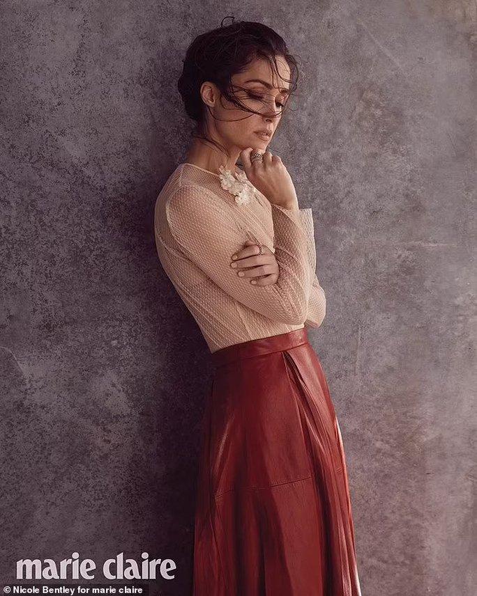 Minh tinh Rose Byrne khoe vẻ gợi cảm khó tin - Ảnh 6.