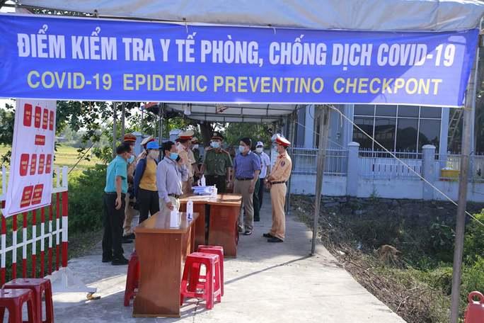 Quảng Nam tái lập chốt kiểm soát, cách ly người về từ Đà Nẵng - Ảnh 1.