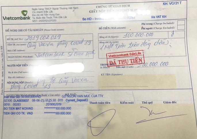 Một bác sĩ đóng góp Quỹ vắc-xin phòng chống Covid-19 100 triệu đồng - Ảnh 1.