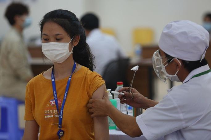 TP HCM: Giáo viên sẽ tiêm vắc-xin Covid-19 khi nào? - Ảnh 1.
