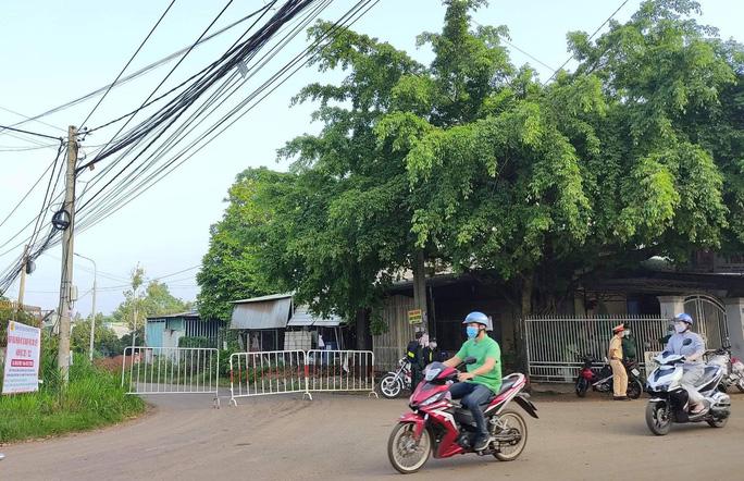 Vợ ca dương tính làm việc tại công ty Pousung, gần 20.000 công nhân được cho nghỉ - Ảnh 2.