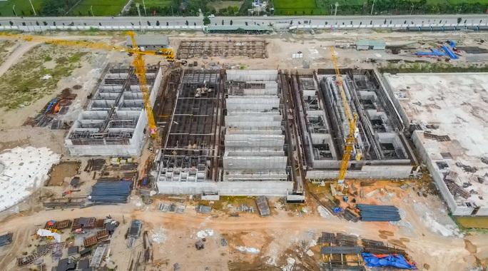 CLIP: Toàn cảnh dự án nhà máy nước mặt sông Hồng 3.700 tỉ đồng chậm tiến độ - Ảnh 7.