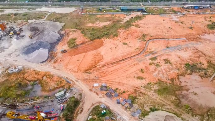 CLIP: Toàn cảnh dự án nhà máy nước mặt sông Hồng 3.700 tỉ đồng chậm tiến độ - Ảnh 13.