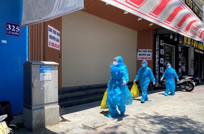 Đà Nẵng cấm bán hàng ăn uống tại chỗ và tắm biển từ trưa 20-6 - Ảnh 1.
